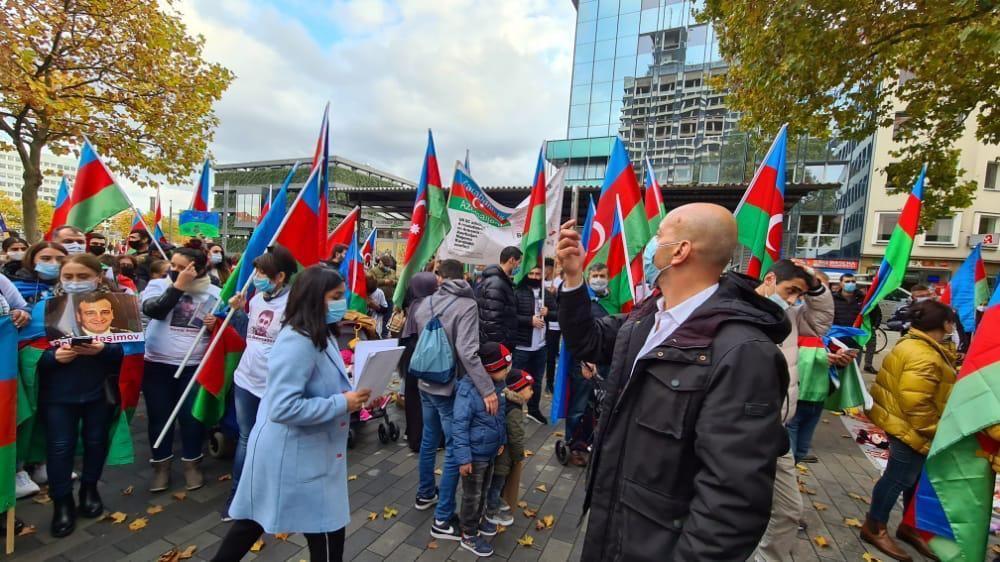 Азербайджанцы Германии провели шествие против армянского террора