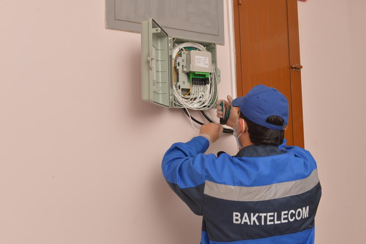 Baktelecom перевел жилой дом журналистов на оптическую сеть