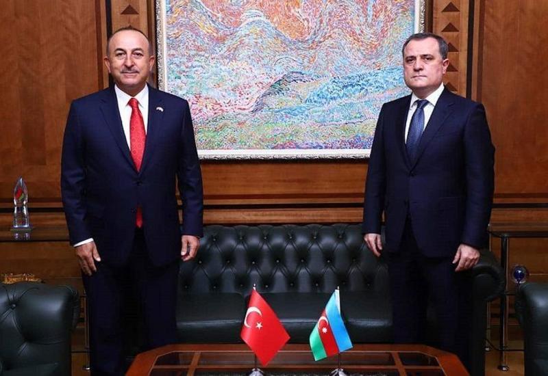 Главы МИД Азербайджана и Турции провели телефонный разговор