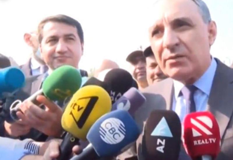 Хикмет Гаджиев помог журналистам - Необычный жест от помощника Президента