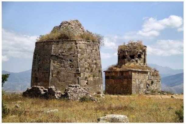 Армянские вандалы сделали из мечетей в Лачине свинарники