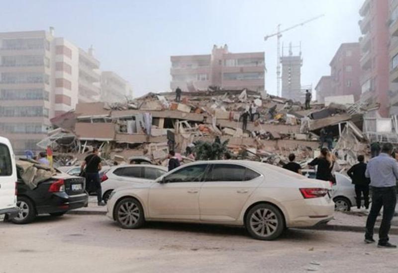 Растет число жертв и раненых в результате землетрясения в Измире