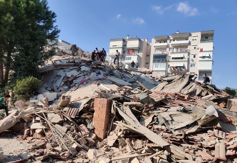 В результате землетрясения в Измире погибли 26, пострадали 885 человек
