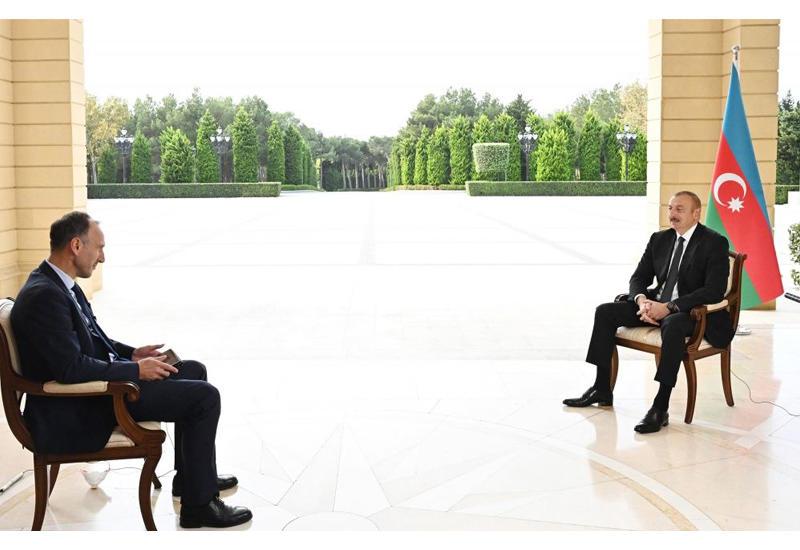 Президент Ильхам Алиев: Чем больше мы обороняемся, тем больше территорий освобождаем