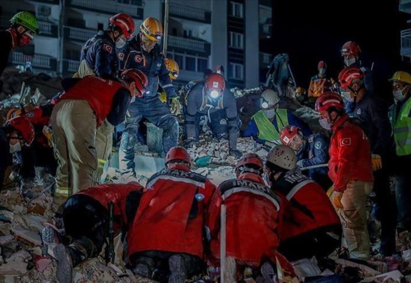Число жертв землетрясения в Измире достигло 44