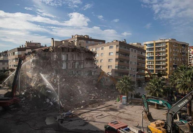 В Турции задержали 9 человек, отвечавших за строительство рухнувших в Измире зданий
