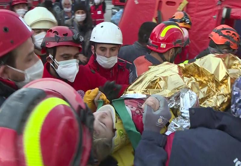 В Турции спустя 65 часов после землетрясения спасли из-под завалов 3-летнего ребенка