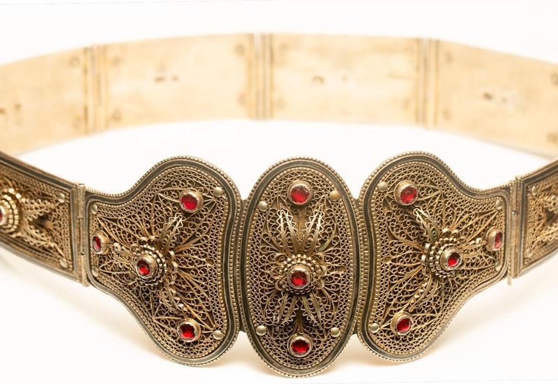 Женский пояс из Шушинского филиала музея ковра