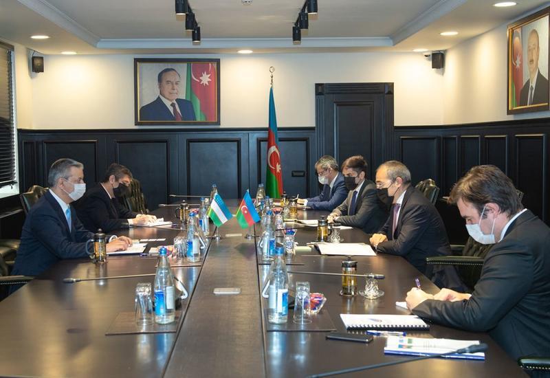 Микаил Джаббаров на переговорах с послом Узбекистана