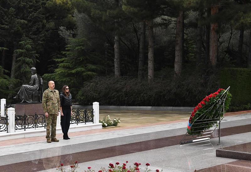 Президент Ильхам Алиев и Первая леди Мехрибан Алиева посетили Аллею почетного захоронения и Аллею шехидов