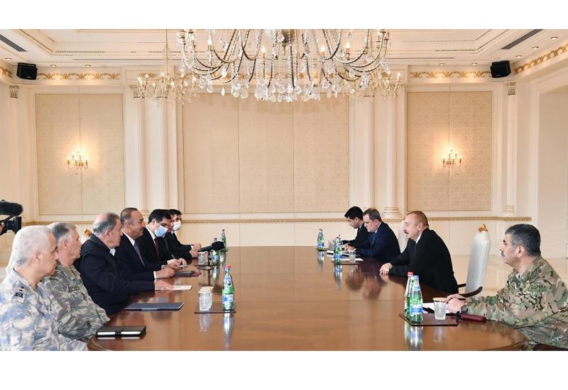 Президент Ильхам Алиев принял министров иностранных дел и национальной обороны Турции