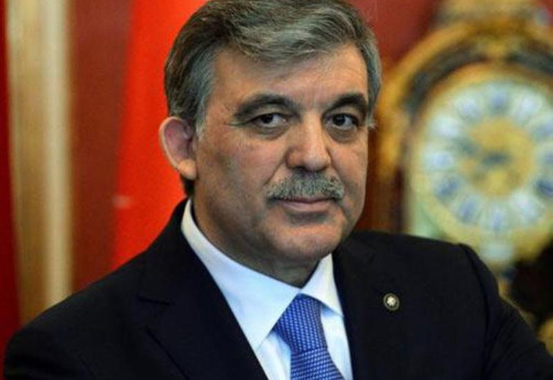 Абдуллах Гюль поздравил Президента Ильхама Алиева