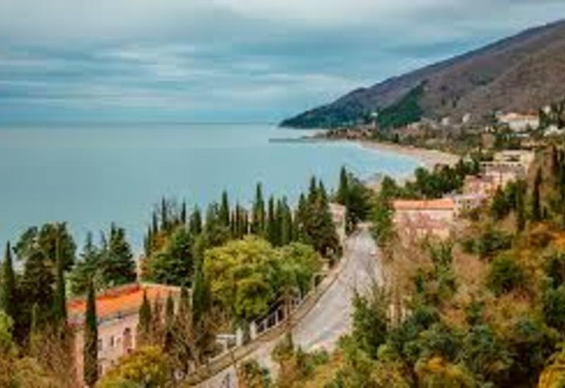 Карабахских армян массово переселяют в Абхазию