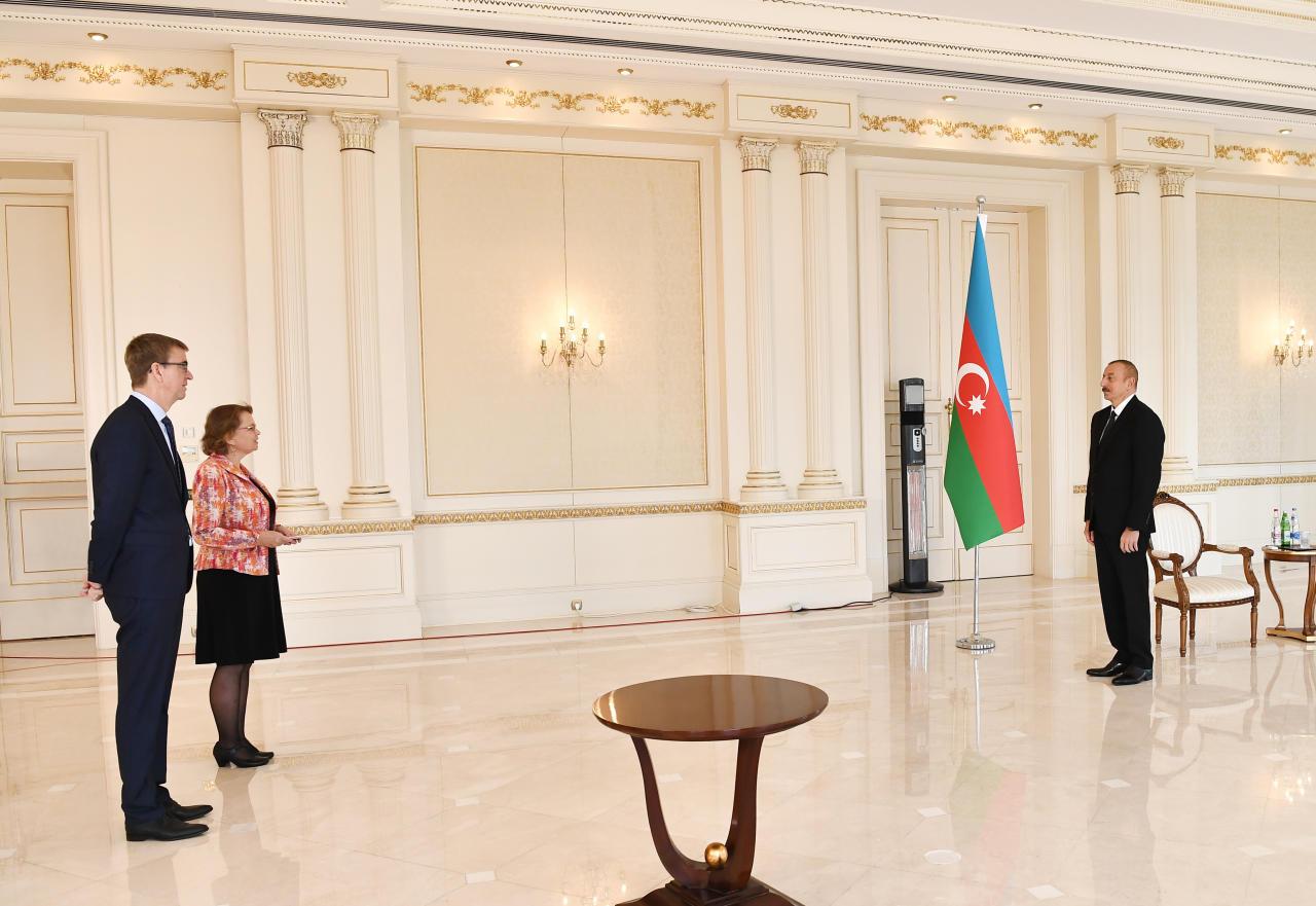 Президент Ильхам Алиев принял верительные грамоты нового посла Нидерландов в Азербайджане