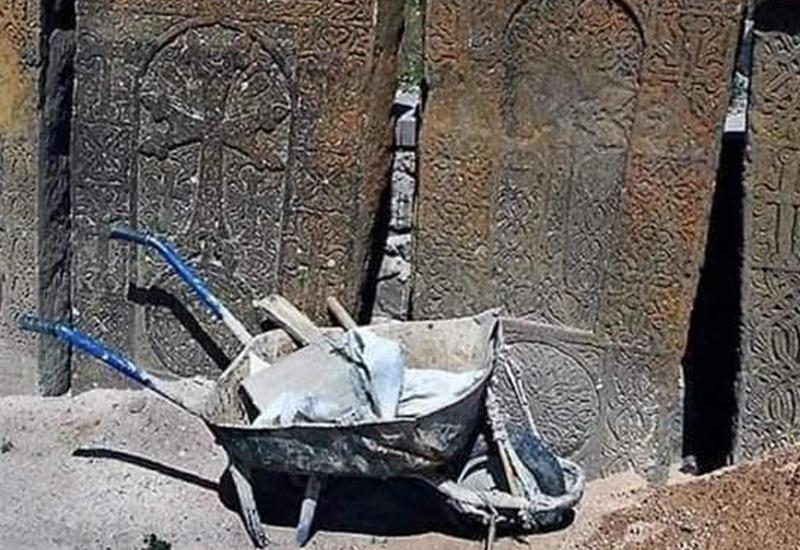 """В Кельбаджаре обнаружена мастерская по изготовлению """"древних хачкаров"""""""