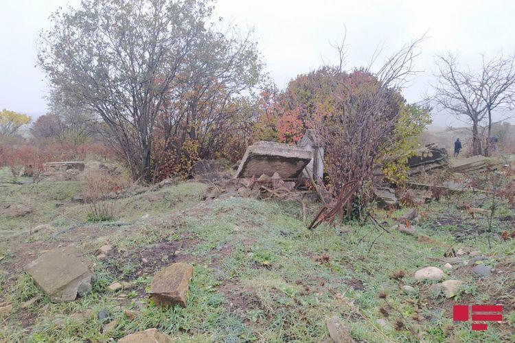 Армяне разрушили кладбище в городе Физули
