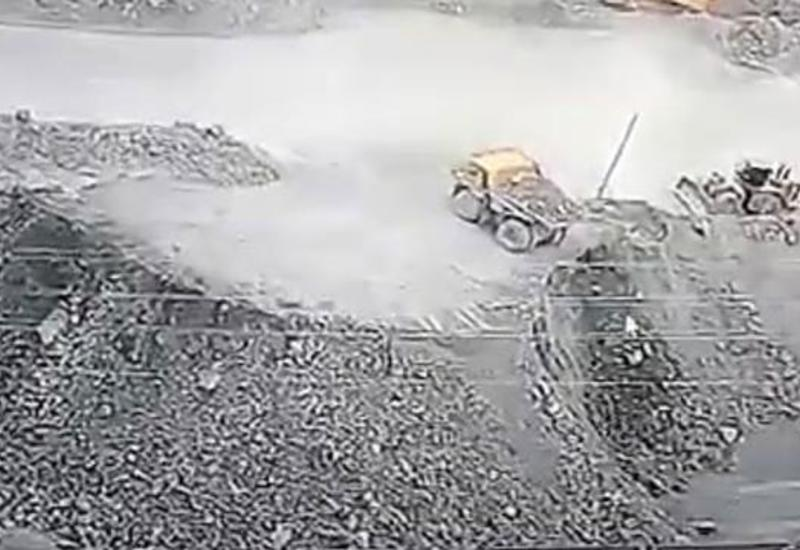 В России грузовик рухнул в обрыв с 40-метровой высоты