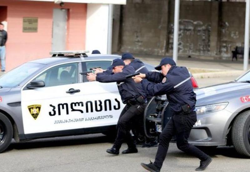 В центре Тбилиси захватили заложников