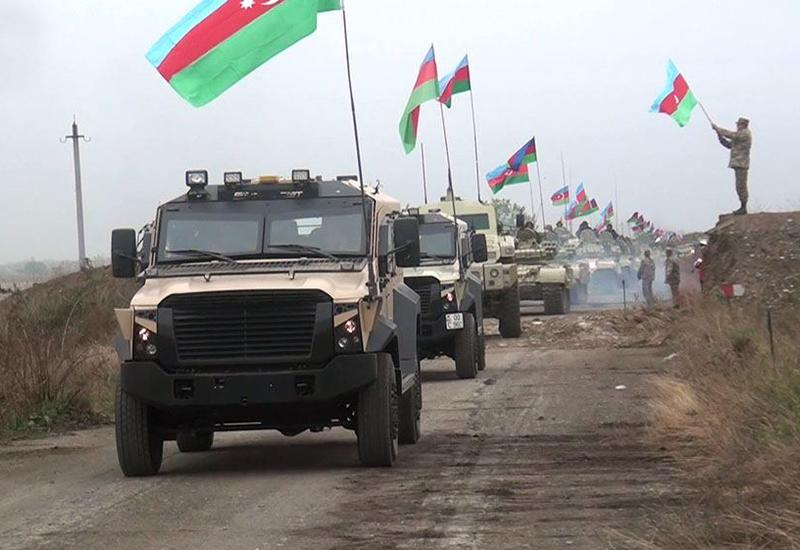 Азербайджанская армия водрузила флаг Азербайджана в Агдаме