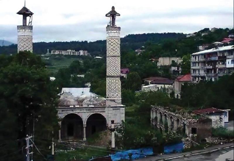 Армяне разрушили более 700 памятников за период оккупации