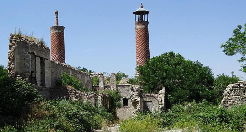 ЮНЕСКО и деятели культуры закрывают глаза на поругания и уничтожение мусульманских памятников в Карабахе