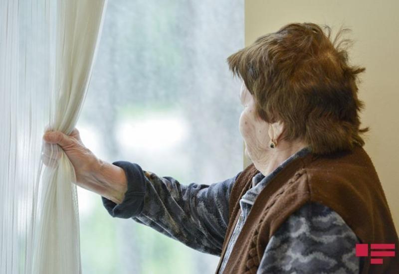 Лицам старше 65 лет рекомендуется не выходить из дома