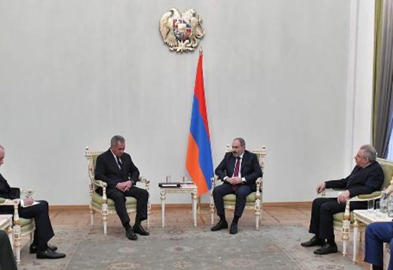 Пашинян оскорбил российскую делегацию в Ереване - где флаг?