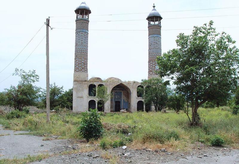 На освобожденных от оккупации землях началось восстановление мечетей