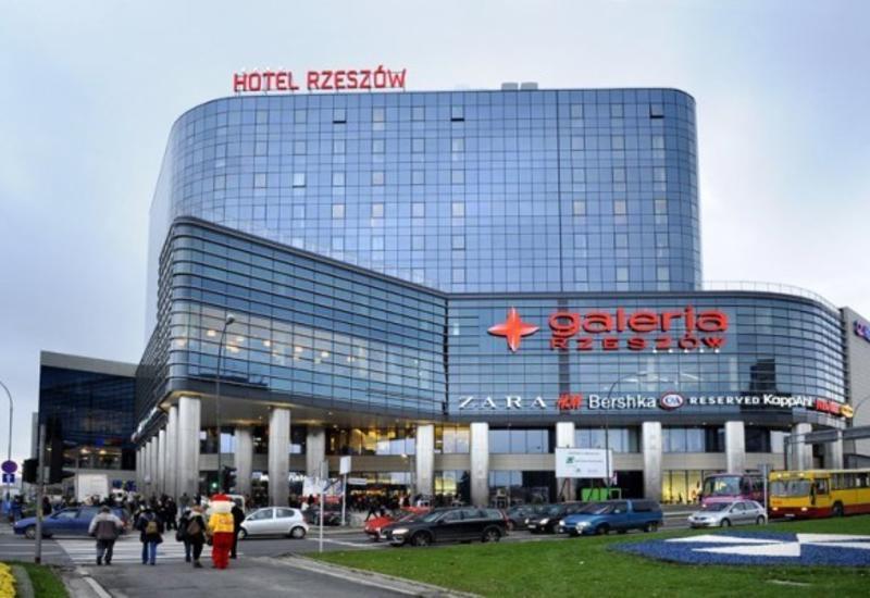 Польша открывает торговые центры, но думает ограничить поездки