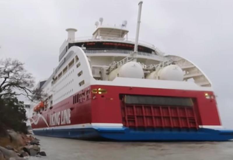У берегов Финляндии сел на мель паром с сотнями пассажиров