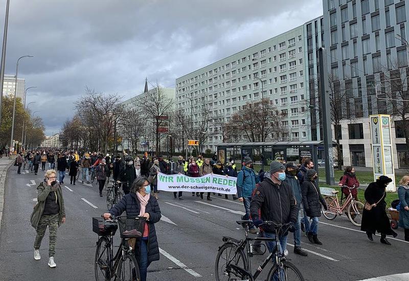 Вторая за неделю акция противников карантинных мер проходит в Берлине