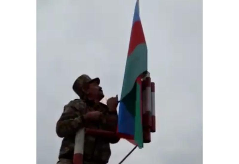 Над селом Хыдырлы в Агдаме поднят Флаг Азербайджана