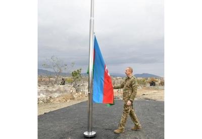 Президент Азербайджана Ильхам Алиев поднял флаг Азербайджана в Агдаме - ФОТО