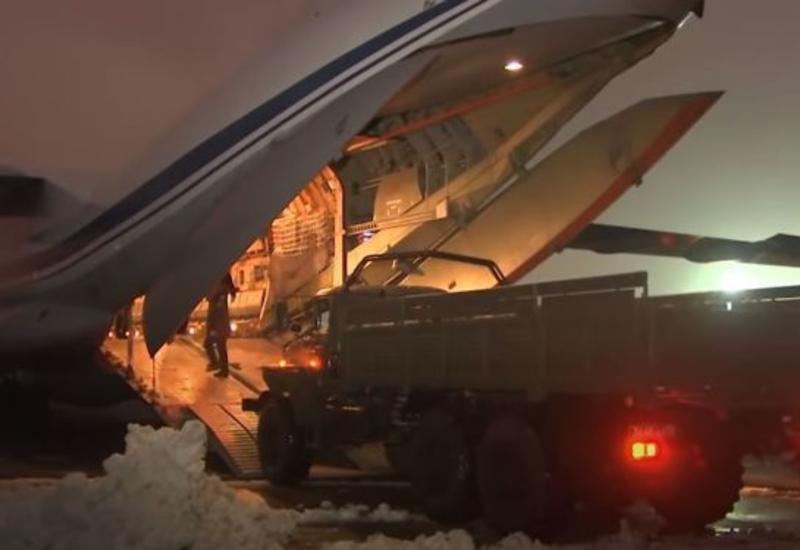 ВКС России доставили технику в зону проведения миротворческой операции в Карабахе