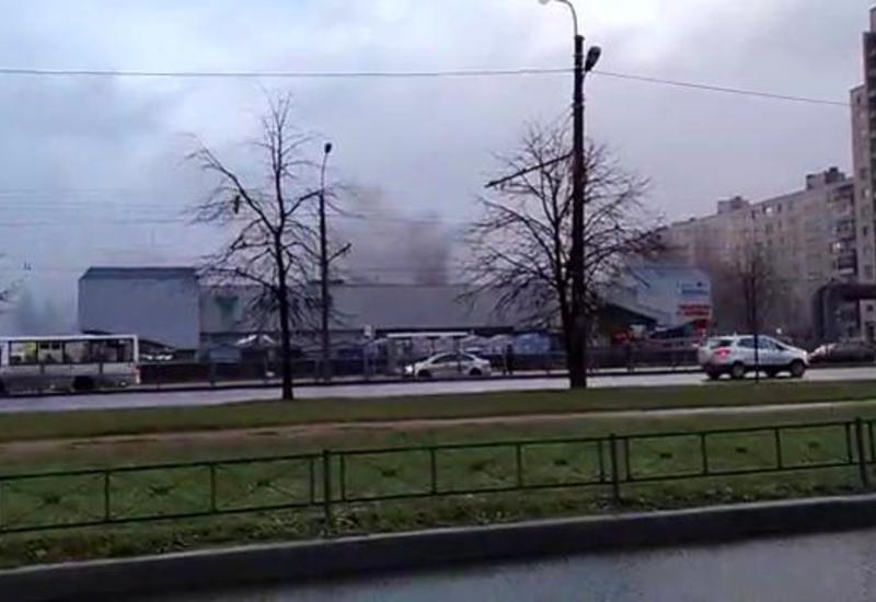 В известном ТЦ в Петербурге произошел пожар