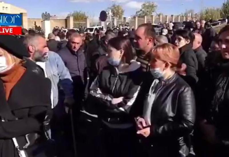 Массовые протесты солдатских матерей в Ереване