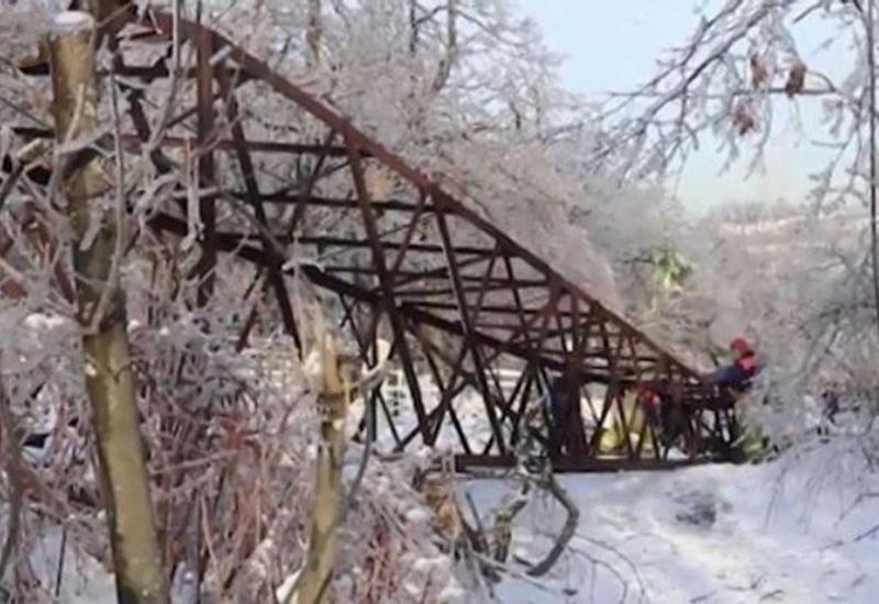 Спасатели устраняют последствия удара стихии в Приморье