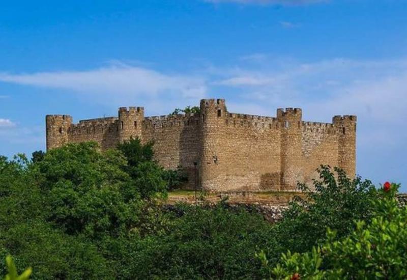 Армяне пытались сфальсифицировать историю древней азербайджанской крепости