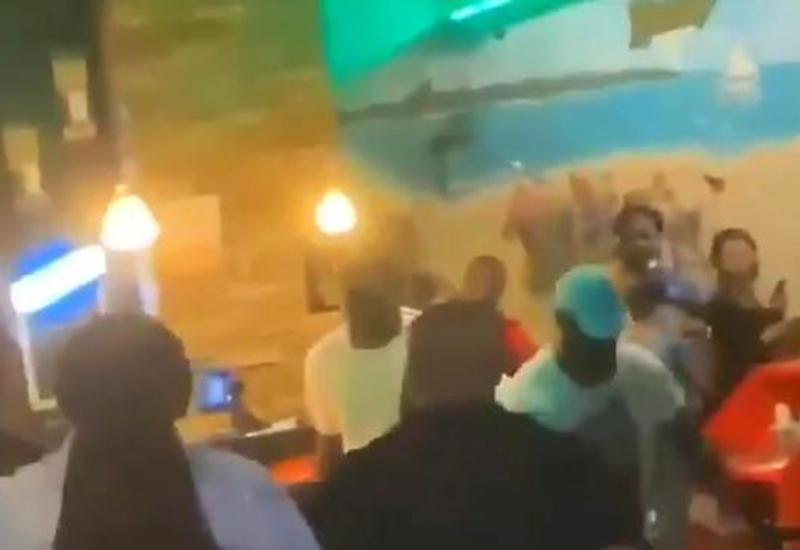 Группа мужчин устроила погром в одном из ресторанов во Флориде