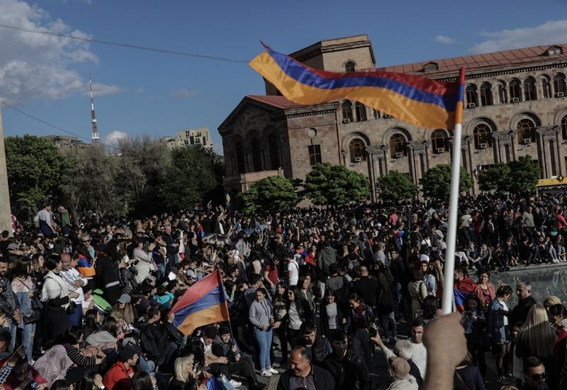 """Война в Карабахе уничтожила """"революционную эйфорию"""" в Армении"""