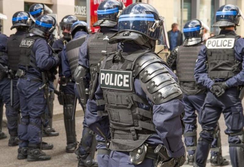 Полицейские напали на журналистов в Париже