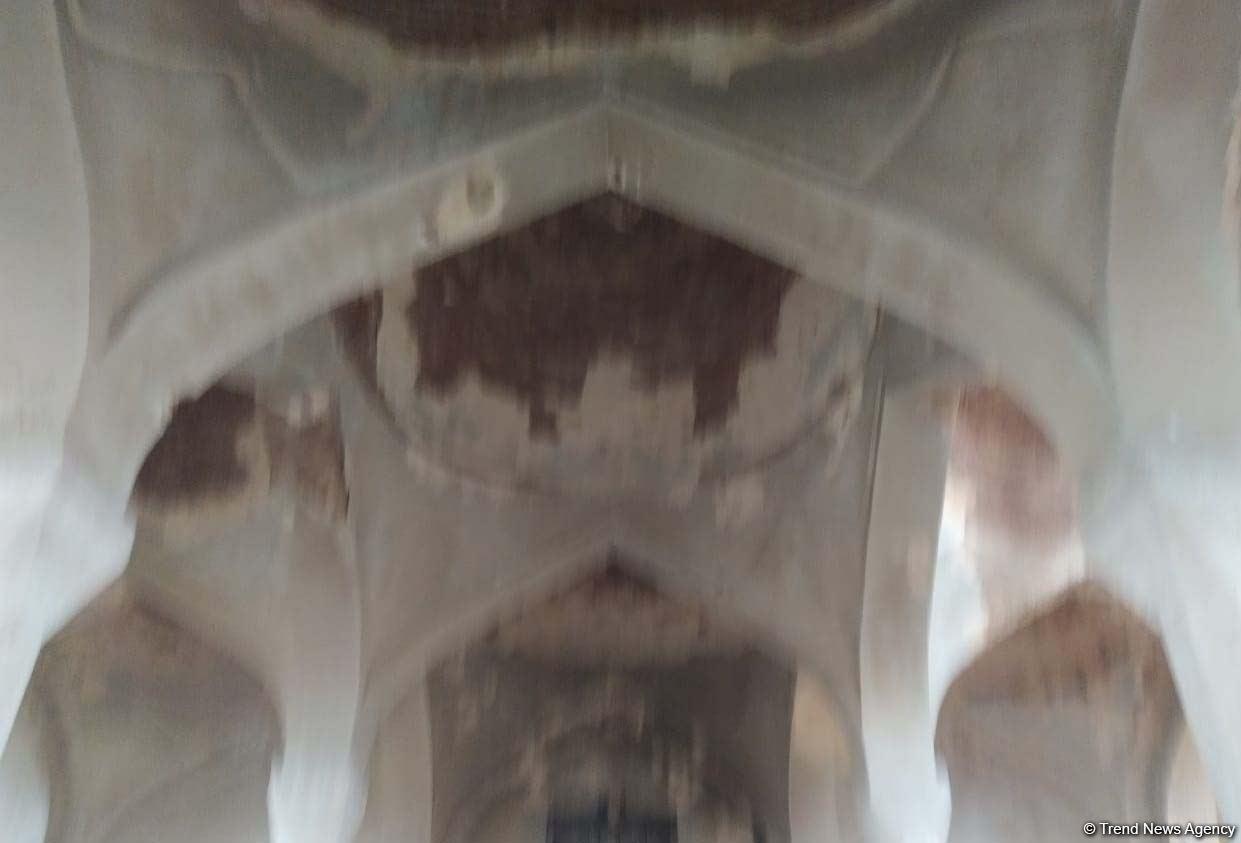 Пророческие слова из Корана на входе в чудом уцелевшую Агдамскую мечеть