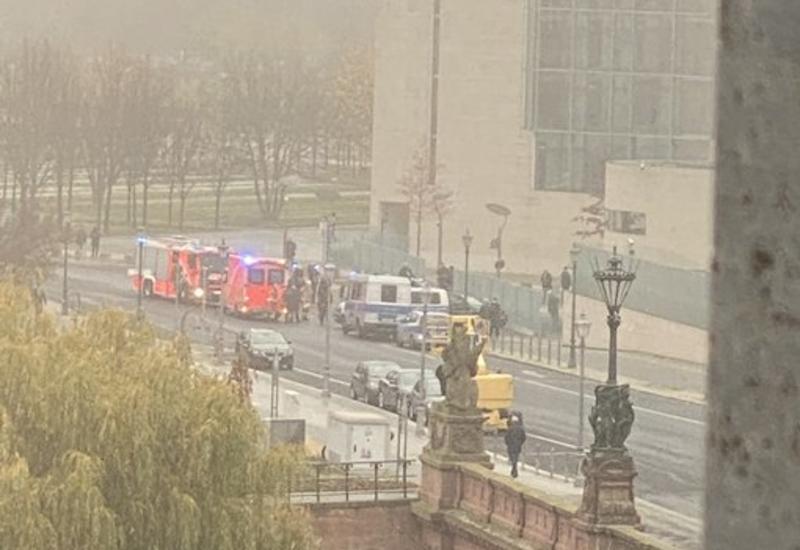 Автомобиль врезался в ворота здания ведомства канцлера Германии