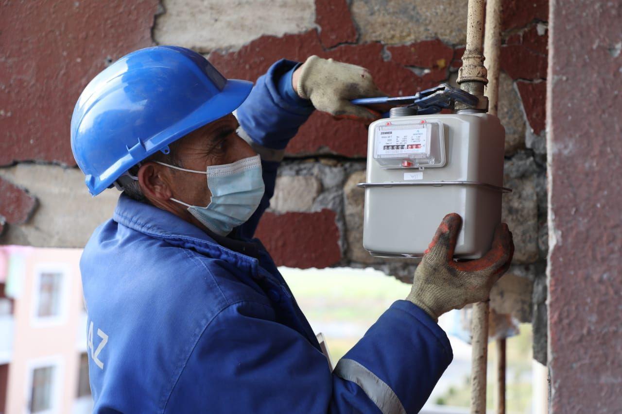 В поселке Шихарх Тертерского района ремонтируют газопровода, пострадавшие от армянских атак