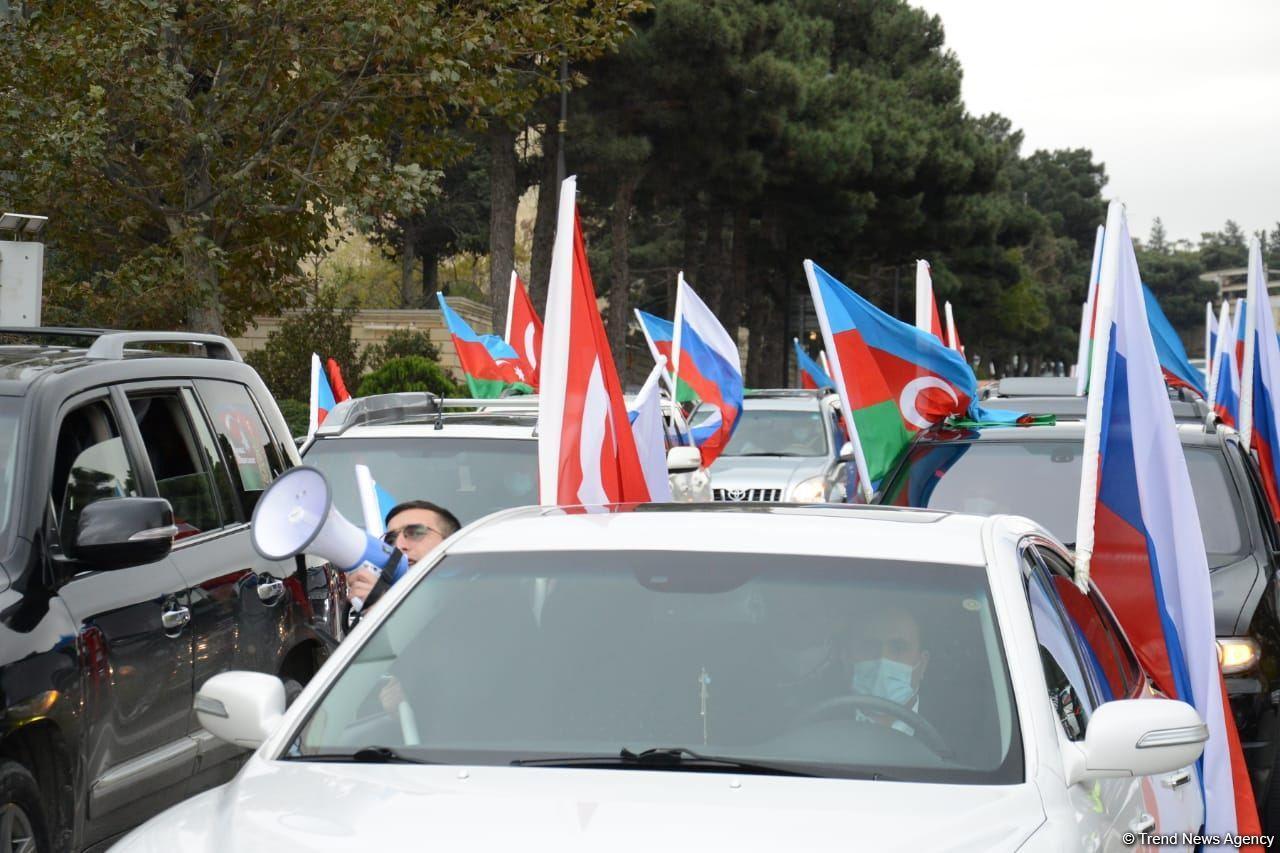 В Баку проведен автопробег по случаю освобождения Кельбаджара