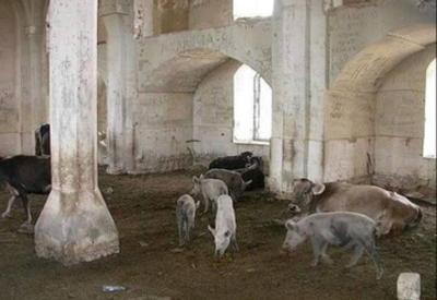 Армяне превратили еще одну азербайджанскую мечеть в хлев - ВИДЕО