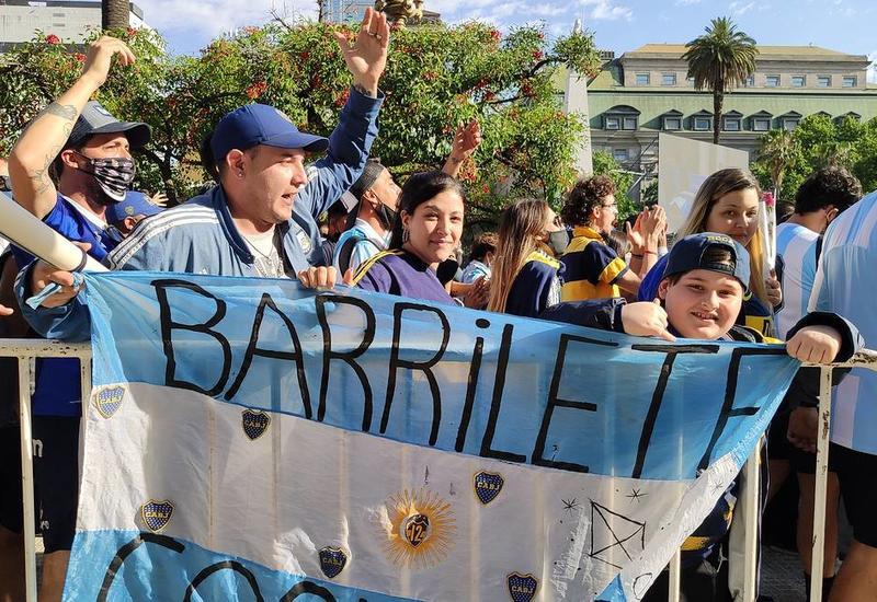 В столице Аргентины выстроилась длинная очередь из желающих проститься с Марадоной