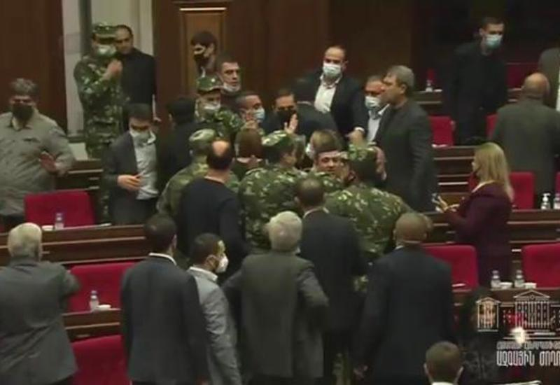 Массовая драка в парламенте Армении
