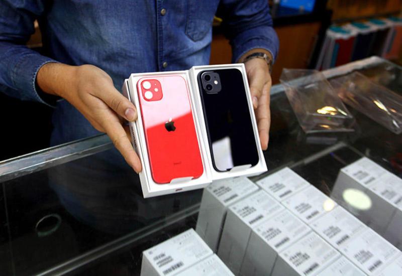 """iPhone 12 покупают в разы хуже, чем его """"предшественника"""""""