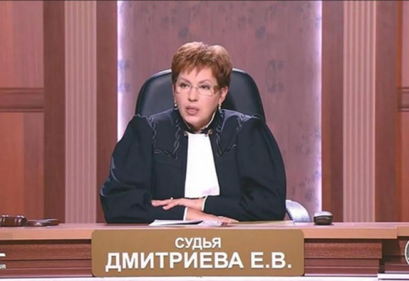 """""""Судья"""" из телепередачи """"Час суда"""" осуждена за мошенничество"""